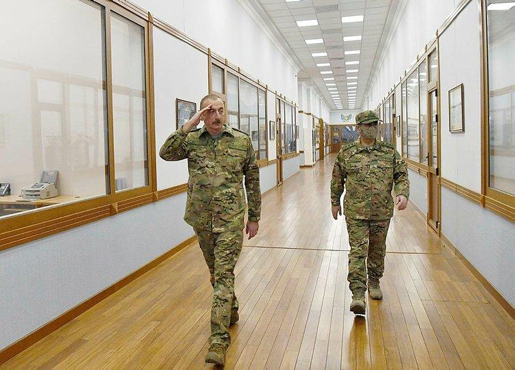 Son dakika... Toplantıya askeri kıyafetle geldi! Müjdeli haberi duyurdu