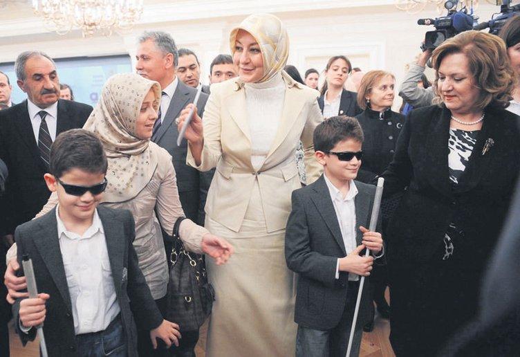 Sanatçılardan First Lady'ye destek