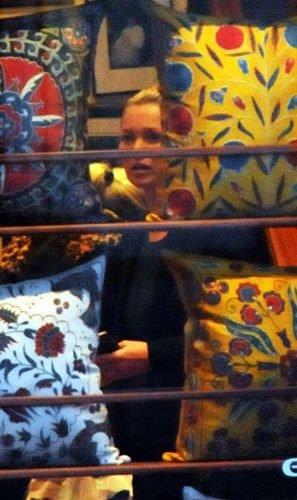Kate Moss Bodrum sokaklarında