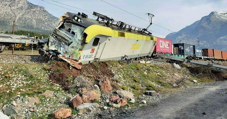 SON DAKİKA HABERİ: Adana'da iki tren çarpıştı! Vagonlar raydan çıktı!