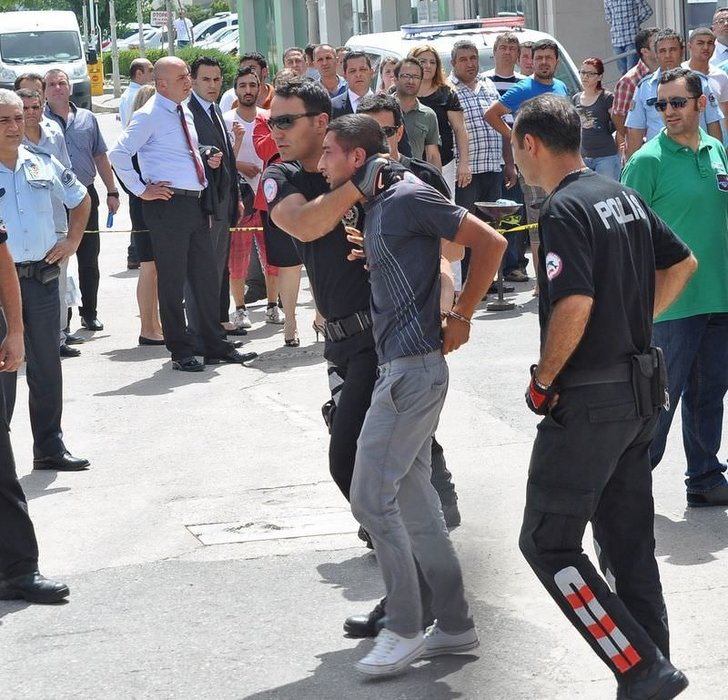 İzmir'de bankada dehşet anları