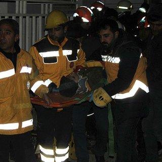 Depremden 5 saat sonra enkazdan 12 yaşındaki çocuk sağ çıkarıldı