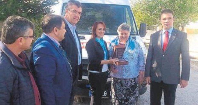 Devlet hastanesine ambulans bağışladı