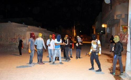 PKK'lılar silahla polisin üstüne yürüdü