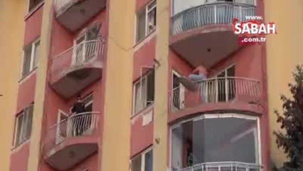 Boğazına kablo bağlayıp balkondan atlamaya çalıştı, hastaneden kaçtı, kafe tuvaletinde yakalandı   Video