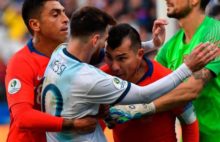 2019 Kupa Amerika Arjantin Şili maçında ortalık karıştı! Lionel Messi ve Gary Medel kırmızı kart gördüler