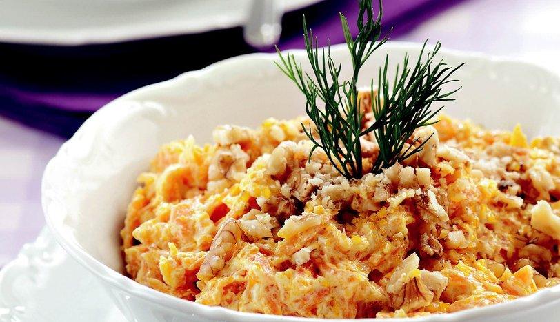 Yoğurtlu Havuç Salatası Tarifi - Salatalar - Sofra