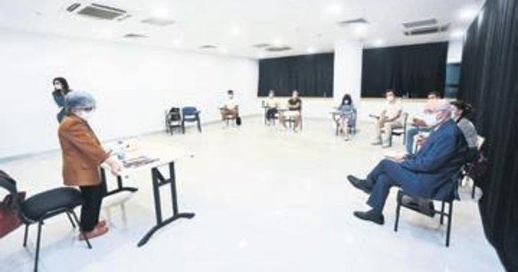 Başkan Yaşar genç tiyatrocularla derste
