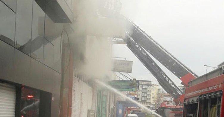 Son dakika: Zeytinburnu'nda sanayi sitesinde yangın