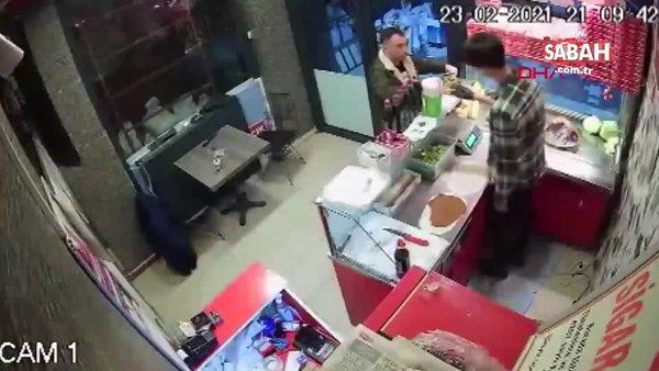 Çiğ köfte acılı diye çalışana saldırıp, yumrukladı | Video