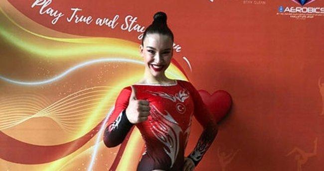 Milli cimnastikçi Ayşe Begüm Onbaşı dünya şampiyonu oldu! - Son Dakika Spor  Haberleri