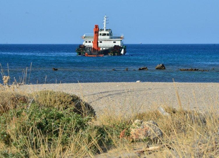 Bozcaada'da gemi su aldı, karaya oturdu! Mürettebat gemiyi terk etmedi