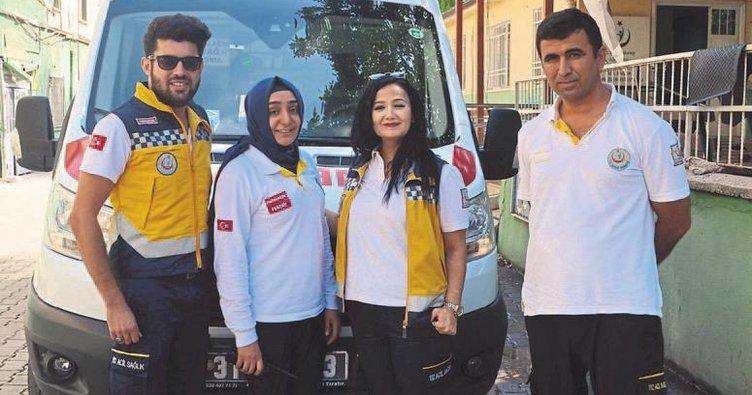 Ambulans sürerken hayat da kurtarıyor
