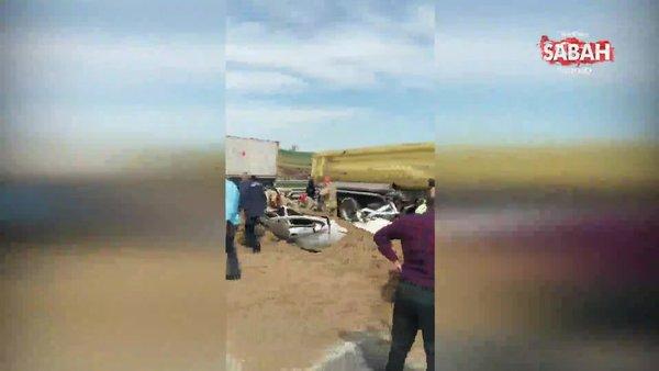 Kum yüklü tır otomobilin üzerine devrildi! 1 kişi öldü