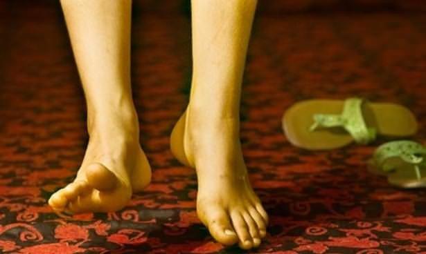 Bacaklarınızda bu belirtiler varsa...