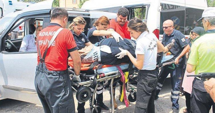 Üç aracın karıştığı kazada 4 kişi yaralandı