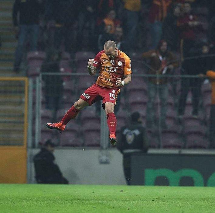 Sneijder'i bu mesaj değiştirdi: Beni ağlattınız