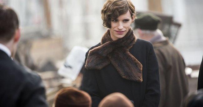 Yakışıklı oyuncu Londra metrosunda
