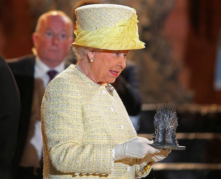 Kraliçe Elizabeth Game of Thrones setinde