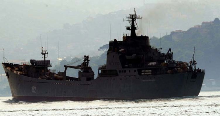 Rus savaş gemisi İstanbul'dan geçti