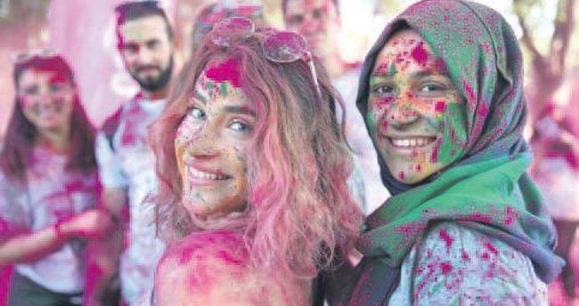 """Bursa'da """"renkli koşu"""" etkinliği"""