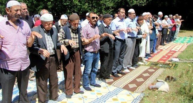 O şehirde yaşayan köylüler 600 yıldır yağmur duasına çıkıyor