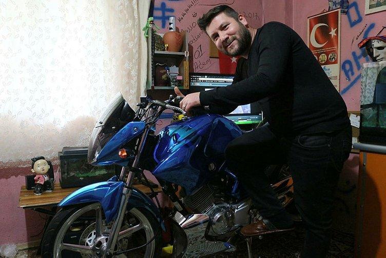 Türkiye'de sadece onda var! Özel motorsikletini evinin salonuna park ediyor