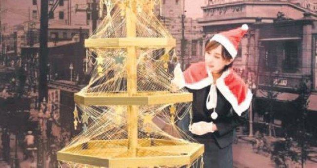 19 kilo altından Noel ağacı yaptı