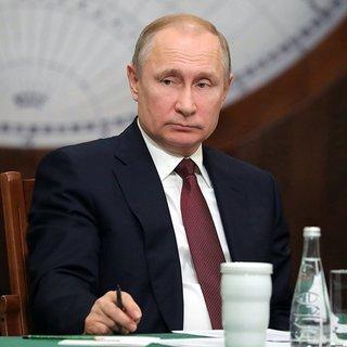 Putin'i düğününe davet eden Avusturya Dışişleri Bakanı Kneissl'ın istifası istendi