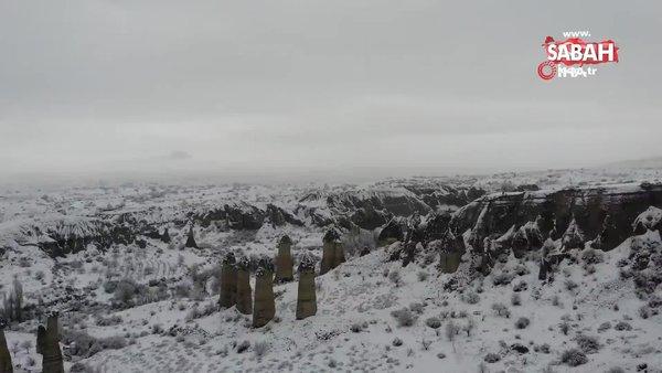 Karlar altındaki peribacaları görüntüsüyle mest etti   Video