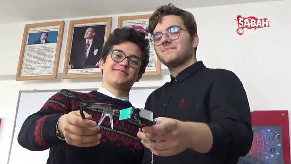 Liseli öğrenciler sesi yazıya çeviren gözlük yaptı