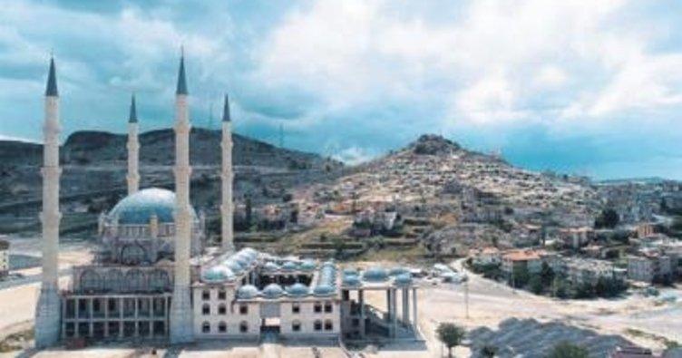 Nevşehir Külliyesi ihtişamla yükseliyor