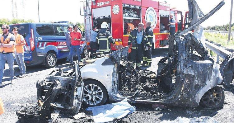 Alev topuna dönen araçta 5 kişi öldü