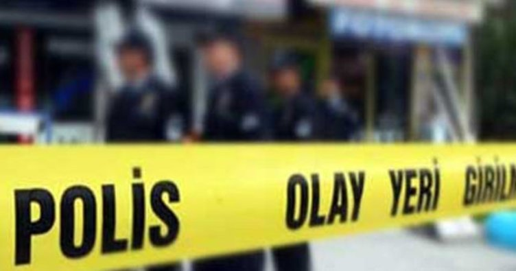 Ataşehir'de hafriyat kamyonu şarampole devrildi