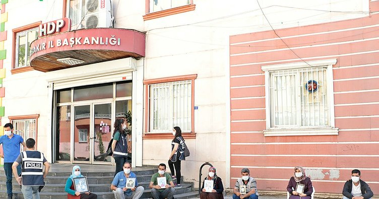 HDP önündeki ailelerden Kılıçdaroğlu'na, 'Demirtaş' tepkisi