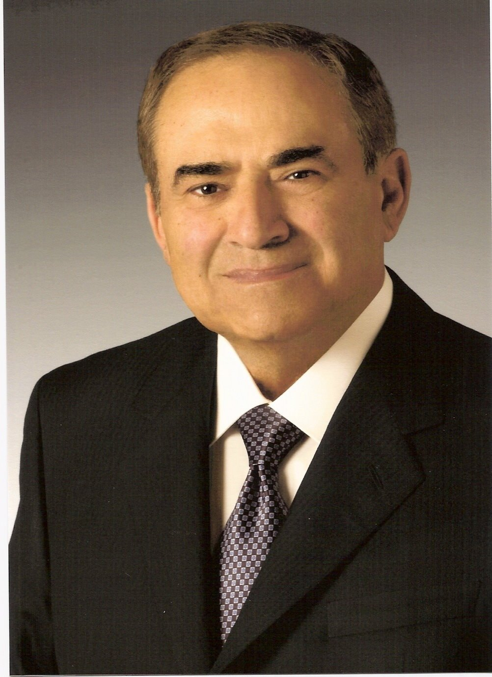 ray irani Ray irani ceo of occidental petroleum(oxy) ray irani was born in lebanon he comes from a palestinian background he went to the american university of beirut and received bachelor of science in chemistry in 1953.