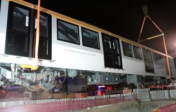 Yeni metro vagonları indirildi