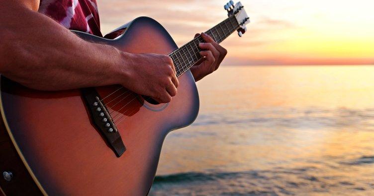 Gördüğüme Sevindim akor ve şarkı sözleri: İlhan Şeşen 'duygularıma esir oluyorum' kolay ve orijinal ton akorları