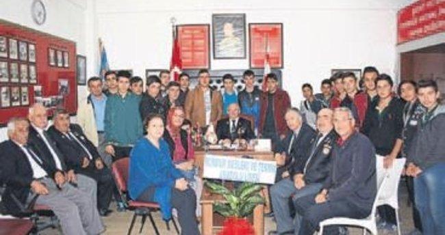 Öğrencilerden vatanseverlik dersi