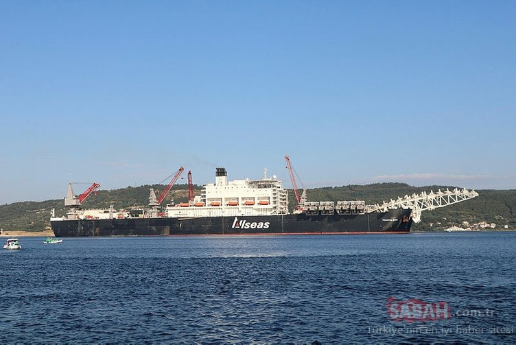 Dev gemi Çanakkale Boğazı'ndan geçti!