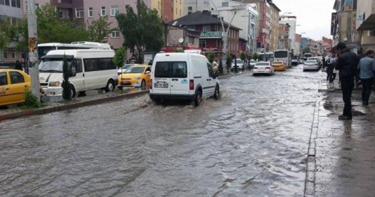 Ağrı'da dolu nedeniyle caddeler göle döndü
