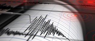 Depremden önce insanları uyardı
