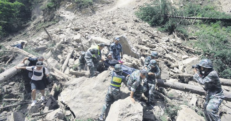 Çin'de 7'lik deprem: 19 ölü
