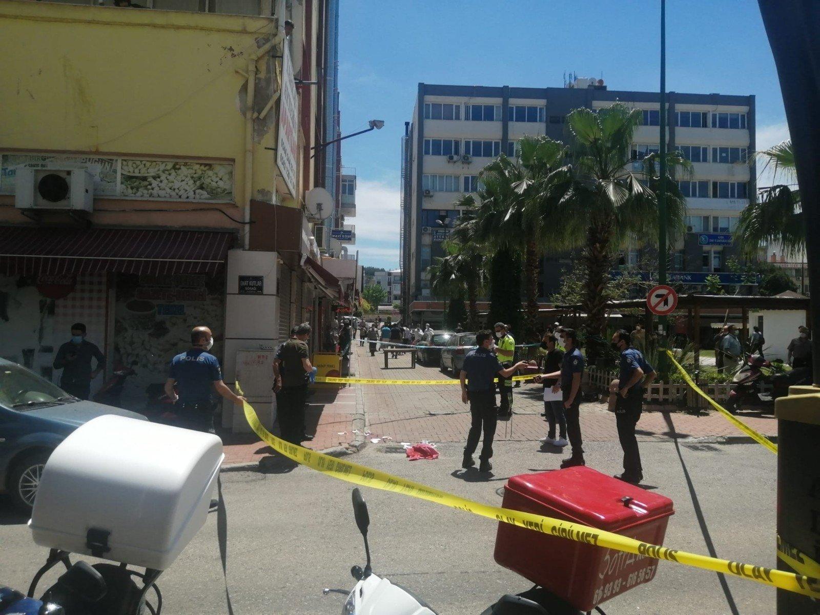 İzmir'de iş yerine silahlı saldırı: 2 ölü 1 ağır yaralı