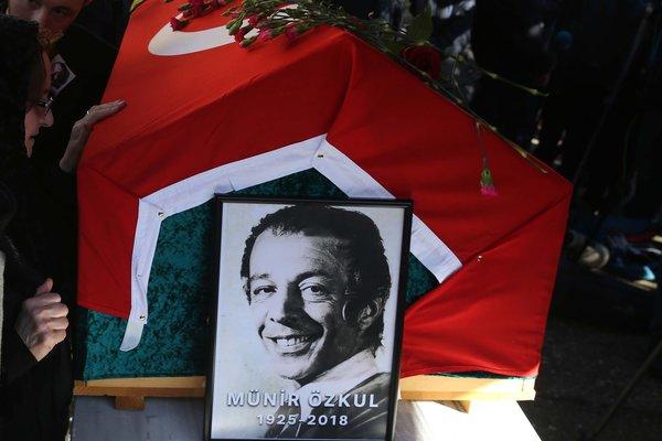 Münir Özkul 93 yaşında hayatını kaybetti (Son yolculuğuna uğurlandı)