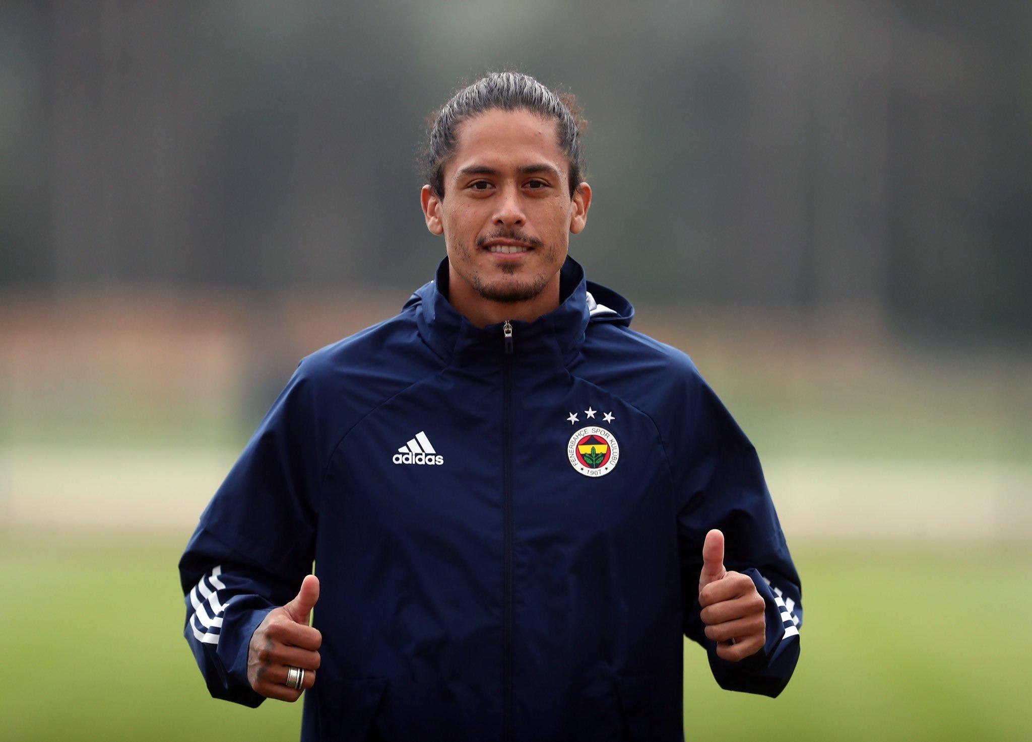 fenerbahcede yeni transfer lemos ilk antrenmanina cikti 1598463642827 - Fenerbahçe'nin yeni transferi Lemos ilk antrenmanına çıktı