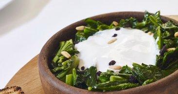 Öyle bir sebebi var ki... Ispanağı yoğurtla değil, yumurtalı yiyin!