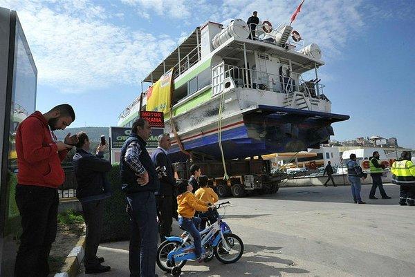 Akşemsettin Gemisi'ni saatlerce karadan yürüttüler