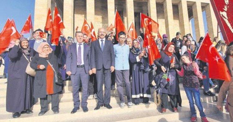 Atatürk sevgisi engel tanımıyor