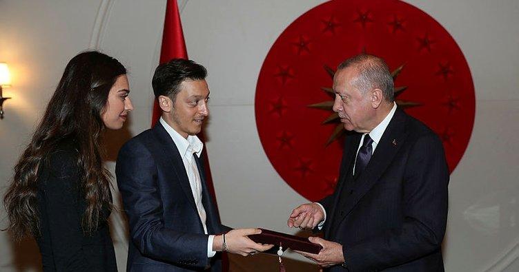 Başkan Erdoğan, futbolcu Mesut Özil'i kabul etti